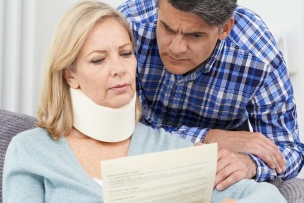 injured woman with husband reading letter